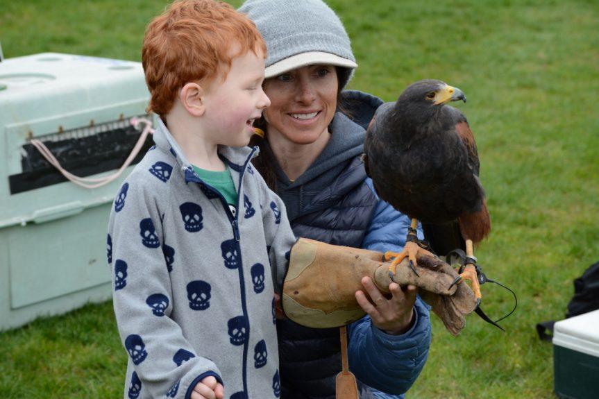 Tuari meets the kids